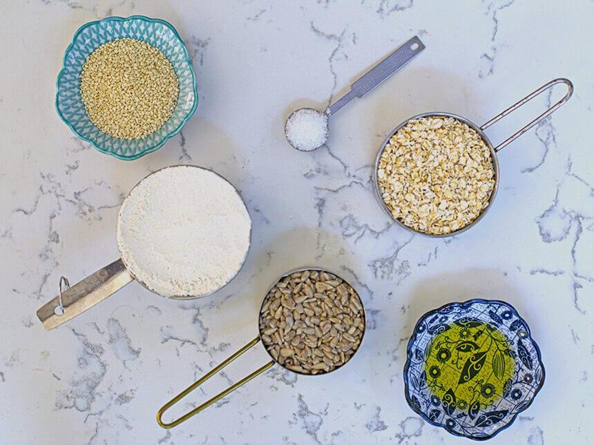 קרקרים בריאים וטעימים-מטבח לייט