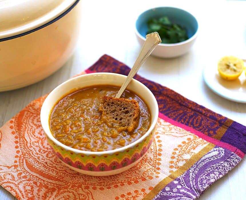 מרק עדשים כתומות עם גזר-מטבח לייט